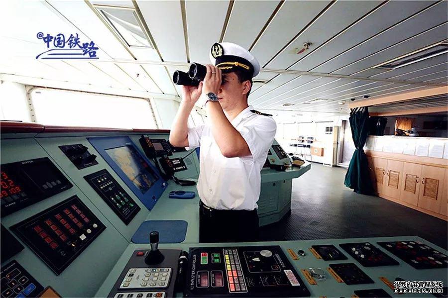 你猜!铁路船长开车还是开船?
